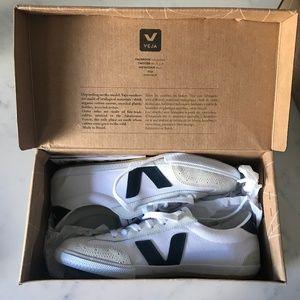 Brand New Veja Volleys
